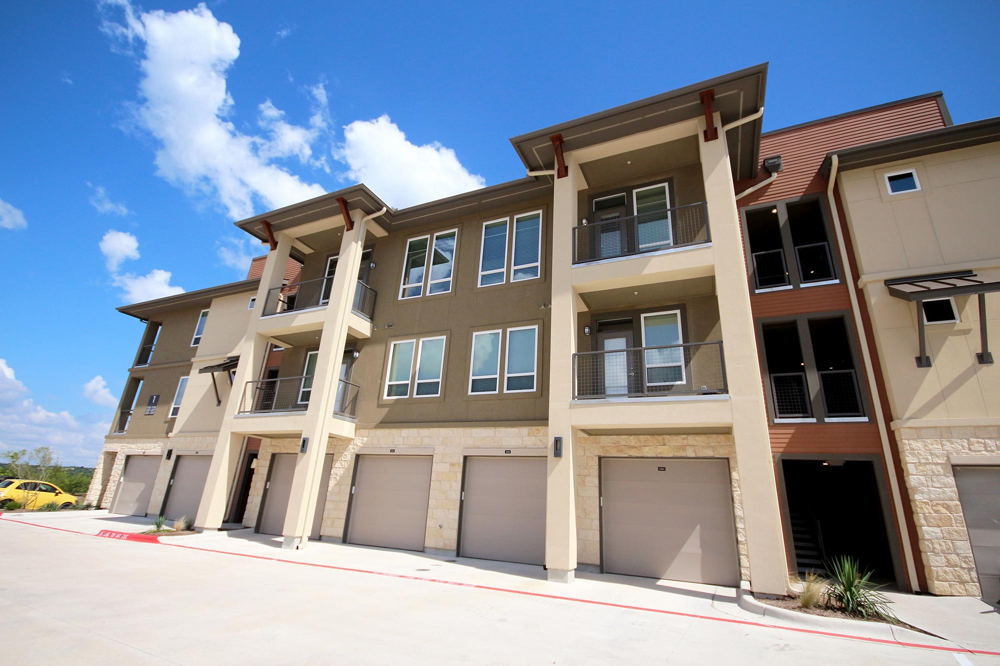 A plus apartment locators free custom austin apartment for Garage with attached apartment